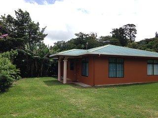 Cozy 3 bedroom Santa Elena House with Microwave - Santa Elena vacation rentals
