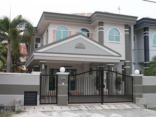 Ian's De Splendid Home (20 Pax) - Ipoh vacation rentals
