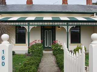Comfortable 4 bedroom House in Ballarat - Ballarat vacation rentals