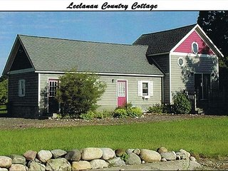 "LEELANAU COUNTRY COTTAGE is ""Home Away From Home"" - Suttons Bay vacation rentals"