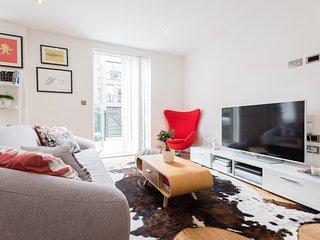 Double Bedroom in Duplex London Br - London vacation rentals