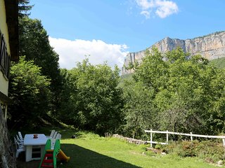 Bright 2 bedroom Gite in Choranche with Internet Access - Choranche vacation rentals
