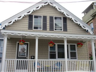 Vacation like a local! Steps from Thames St. - Newport vacation rentals