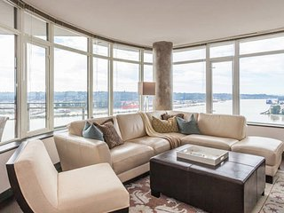 Large Bedroom sleeps 3 with beautiful view - New Westminster vacation rentals