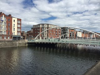 1 bedroom flat which sleeps 4 on the River Liffey - Dublin vacation rentals