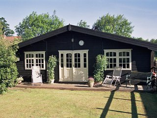 Lovely Lodge with Internet Access and Television - Sculthorpe vacation rentals