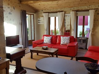 Nice Gite with Internet Access and Central Heating - Sos vacation rentals