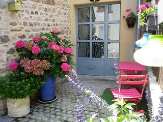 Nice Other with Internet Access and Housekeeping Included - Saint-Jean-Saint-Maurice-sur-Loire vacation rentals