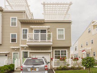 Arverne Inn: Carribean Room - Rockaway Park vacation rentals