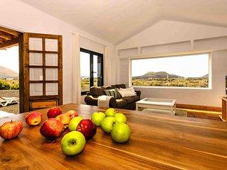 Latitud28 volcán, relax y wifi - El Islote vacation rentals