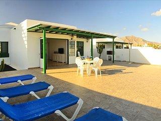 Villa Nohara 22, piscina, sol y wifi - Playa Blanca vacation rentals