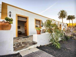 Casa Lola y Juan, Apartamento Atelier - Haria vacation rentals