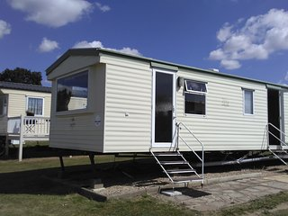 Gorgeous Mobile Holiday Home in Valley Park Resort - St Osyth vacation rentals