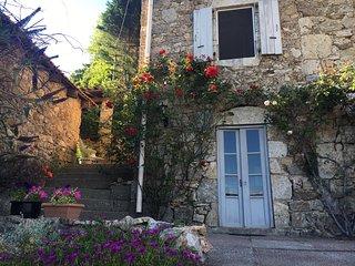Gîte l'Hirondelle met formidabel uitzicht over de Ardeche - Vals-les-Bains vacation rentals