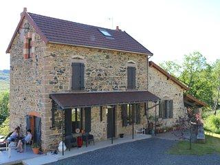 Gite 12 personnes vue sur la montagne bourbonnaise - Lavoine vacation rentals