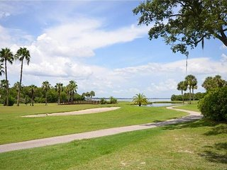RESORT STYLE CONDO GOLFING SWIMMING AND FISHING ON PROPERTY - Clearwater vacation rentals