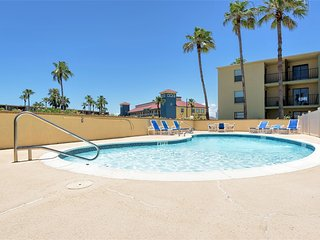 Casual comfort, great value close to beach! - South Padre Island vacation rentals