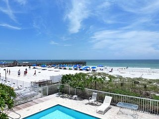 Perfect Condo with Balcony and Parking - Indian Shores vacation rentals