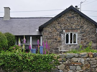 Lovely Cottage with Internet Access and Fireplace - Llandwrog vacation rentals