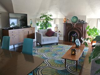 Cozy 2bd Midcentury in Midtown - Kansas City vacation rentals