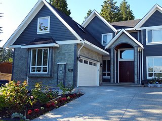 Fuhow Family Hotel / Queensized bdrm $48 - Surrey vacation rentals