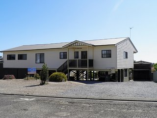 Cozy 3 bedroom Coffin Bay House with Deck - Coffin Bay vacation rentals