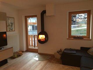 Elegante Nuovo Appartamento nelle Dolomiti - Vallada Agordina vacation rentals