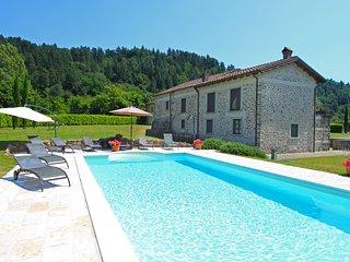 Beautiful 5 bedroom Licciana Nardi Villa with Internet Access - Licciana Nardi vacation rentals
