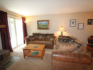 Chateaux Condo,Near Base, Pool, Hottub! 5th nt free. - Crested Butte vacation rentals