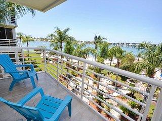 Bahia Vista 12-441 Bright and Beautiful Condo- Flatscreen TV, Ipod dock, WiFi - Saint Petersburg vacation rentals