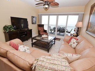 La Vistana 703-Luxury Gulf Front 3 Bed, Pool, 2 Spas, BBQ and a Fitness Room! - Redington Shores vacation rentals