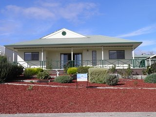 Cozy 3 bedroom House in Coffin Bay with Internet Access - Coffin Bay vacation rentals