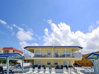 Sea Rocket #5 - Ground Level, Beach View Efficiency Condo with Flatscreen TV! - North Redington Beach vacation rentals