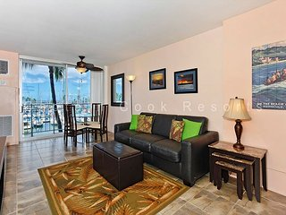 Updated one-bedroom with AC, WiFi & views of the marina!  Sleeps 4. - Waikiki vacation rentals