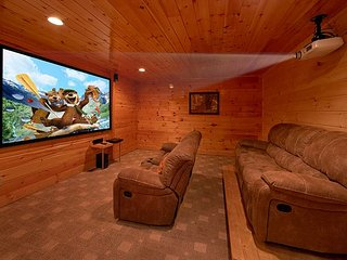Luxury Cabin with Theater Room, 3 Decks, Pool Table and Hot Tub - Pittman Center vacation rentals