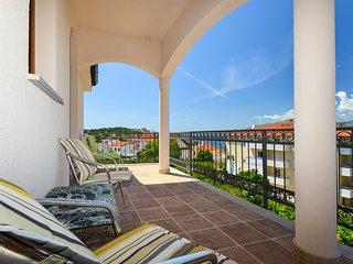 TH01868 Rooms Villa Dubai / Double bed S2 - Okrug Gornji vacation rentals