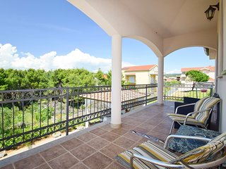 TH01868 Rooms Villa Dubai / Double bed S3 - Okrug Gornji vacation rentals