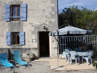 L'Ecurie (18th Century converted Stables) - Saint Denis du Pin vacation rentals