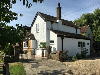 Springwell Cottage only a five minute walk to West Wittering - West Wittering vacation rentals