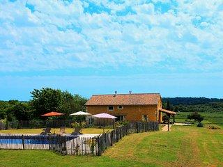 Grange restaurée au sommet d'une colline avec vue - Douville vacation rentals