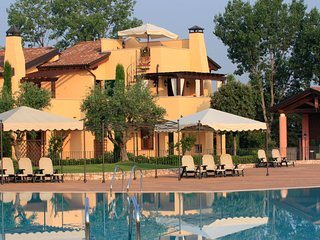 Beautiful Apartment in Peschiera del Garda with A/C, sleeps 4 - Peschiera del Garda vacation rentals