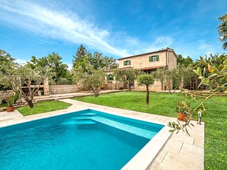 Gorgeous 2 bedroom Villa in Posedarje - Posedarje vacation rentals