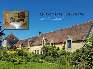 3 bedroom Bed and Breakfast with Internet Access in La Chapelle-Montligeon - La Chapelle-Montligeon vacation rentals