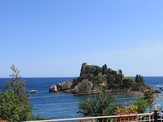 Romantic Apartment overlooking IsolaBella sea front with parking 6 sleeps - Mazzarò vacation rentals