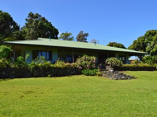 Nice House with Television and Patio - Captain Cook vacation rentals