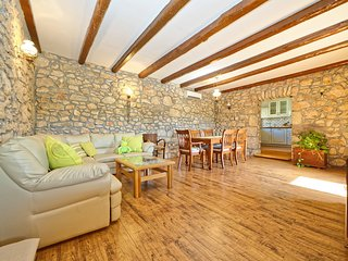 Beautiful 2 bedroom Condo in Dobrinj - Dobrinj vacation rentals