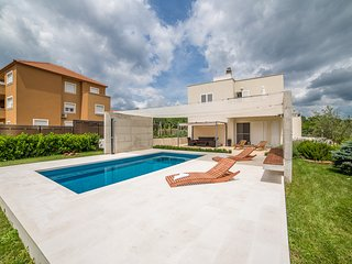 TH01537 Holiday house Sofia Dalmatia - Dugopolje vacation rentals