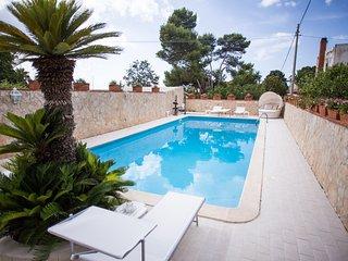Villa Angela,Splendida Villa con piscina 12 posti - Capaci vacation rentals