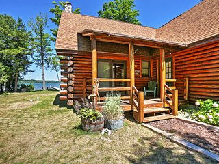 Adorable 2BR + Loft Log Cabin on Lake Leelanau w/Wifi, Private Boat Dock, 110' of Water Frontage & Amazing Sunset Views - Very Quiet Setting Just 20 Minutes from Traverse City! - Lake Leelanau vacation rentals