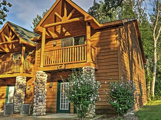 Peaceful 2BR Utica Cabin w/Fireplace, Jetted Tub & Private Balconies - Near Endless Outdoor Activities at Starved Rock State Park! Military Personnel Welcome! - Utica vacation rentals